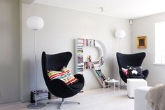Arne Jacobsen's Iconic Egg Chair In Modern And Contemporary Design Built In Furniture, Home Furniture, Furniture Design, Interior And Exterior, Interior Design, Creative Storage, Sofa, Dream Home Design, Home And Deco