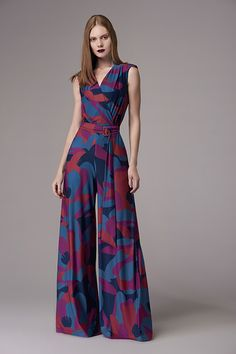 Love these colors. Leg is a little wide for me but still love this jumpsuit. Great look for a future wedding. Fiesta Outfit, Casual Outfits, Summer Outfits, Jumpsuits For Women, Dress Patterns, Cute Dresses, Fashion Dresses, Clothes For Women, Womens Fashion