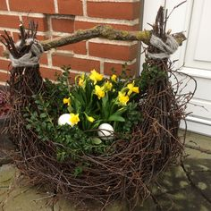 de flores Kurv af birkeris Butik Landliv Basket of Birkeris Butik Landliv Easter Flower Arrangements, Easter Flowers, Floral Arrangements, Christmas Decorations For The Home, Christmas Crafts, May Day Baskets, Deco Floral, Easter Wreaths, Spring Crafts