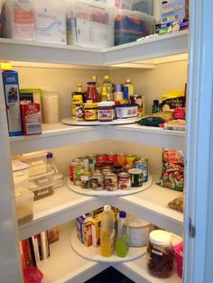 20 Organisationstricks, damit sich Ihre Speisekammer doppelt so groß anfühlt Show us an organization problem, and we'll show you a lazy Susan. The corner in your pantry usually ends up being the black hole where cans or bags go to be lost forever — but wh Kitchen Organization Pantry, Pantry Storage, Organization Hacks, Kitchen Storage, Organization Ideas, Pantry Ideas, Organizing Tips, Storage Ideas, Organized Pantry
