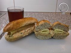 Ideia do Dia 1: SANDUÍCHE DE PASTA DE ATUM Bagel, 1, Bread, Food, Recipes, Food Cakes, Meal, Essen, Hoods