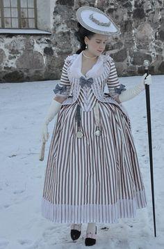 Late 1770's robe à la Polonaise à coqueluchon. This is stunning!