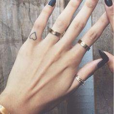 28 Tiny Finger Tattoo Ideas