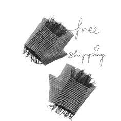 Fringed grey fingerless gloves