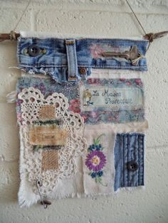 33 Trendy Ideas For Wall Hanging Diy Embroidery Sewing Art, Sewing Crafts, Sewing Projects, Jean Crafts, Denim Crafts, Diy Embroidery, Embroidery Stitches, Prayer Flags, Fabric Journals
