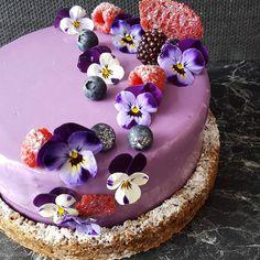 181 mentions J'aime, 24 commentaires – Marina Masatovic (@catchmycake) sur Instagram : « Happy Birthday to me!! #violets #flowers #edibleflowers #blackberrymousse #violetmousse… »