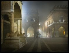 Ritorna la nebbia - the fog returns Italy - Cremona - Piazza Duomo Its A Wonderful Life, The Good Place, Taj Mahal, Places To Go, Environment, Vacation, World, Building, Thriller