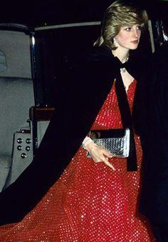 1982-12-08 Diana arrives at the Royal Opera House