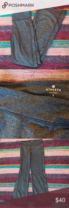 ஐ athleta flared workout pants NEW W/O TAGS! very comfortable and cute flare-cut workout pants from Athleta. never worn! could fit a small or a medium. Athleta Pants Boot Cut & Flare