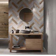 """""""Inspiração por Sara Rezende"""" Lavabo com revestimento em paginação chevron, madeira clara e espelho redondo . Lindo! Via pinterest #lavabo #madeira #designdeinteriores #designer #interior #instahome #instadecor"""