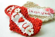 flax & twine: Sweetheart Knit Valentine DIY Tutorial- how to knit a heart.
