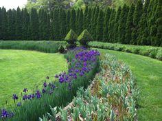Backyard Gardening - Best Ways to Use Topiary - Most Beautiful Gardens Topiary Garden, Garden Trees, Topiaries, Garden Path, Gothic Garden, Famous Gardens, Most Beautiful Gardens, Formal Gardens, Flowering Vines