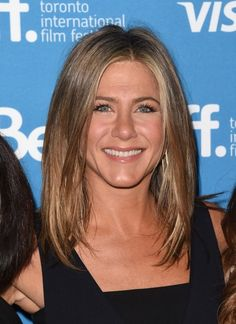 Jennifer Aniston seen without engagement ring
