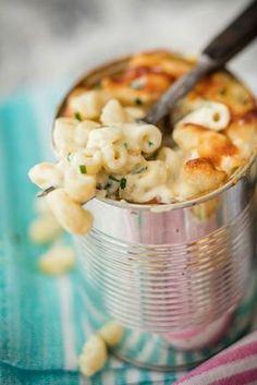 Säilyketölkissä paistettu mac and cheese on hyvä retkieväs. Vegan Gains, Vegan Fish, Good Food, Yummy Food, Fun Food, Pasta Dishes, Macaroni And Cheese, Mac Cheese, Vegan Recipes