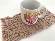 Gehäkelter Becher Teppich Boho / Crochet Mug Rug | Etsy Boho, Mugs, Tableware, Handmade, Etsy, Tumblers, Gifts, Dinnerware, Hand Made