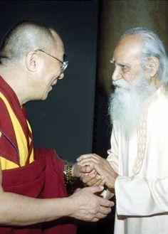 The Dalai Lama and Swami Satchidananda, both recipients of the Juliet Hollister Interfaith Award. Photo: at the Hollister Awards, 1996, NYC