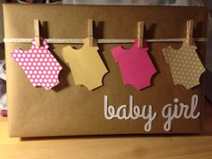 Baby Shower Gift Wrapping Ideas Baby shower t wrap If any one knows the original Best Baby Shower Gifts, Baby Shower Cards, Baby Boy Shower, Baby Gifts, Baby Showers, Baby Gift Wrapping, Wrapping Ideas, Diy Ribbon, Baby Shower Printables