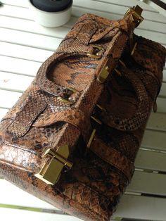 Gorgeous #gladstone #python #bag #luisavintage