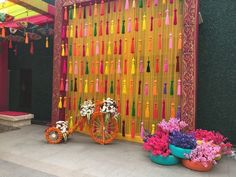 New wedding decoracion indian backdrops mehndi decor Ideas Desi Wedding Decor, Wedding Stage Decorations, Backdrop Decorations, Diwali Decorations, Flower Decorations, Backdrop Wedding, Janamashtami Decoration Ideas, Wedding Ideas, Indian Decoration
