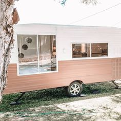 Viscount caravans bring back childhood memories for so many Australians, and these Viscount caravan renovations bring them all back to life. Home Renovation, Caravan Renovation Diy, Diy Caravan, Caravan Living, Architecture Renovation, Caravan Decor, Caravan Makeover, Retro Caravan, Caravan Ideas