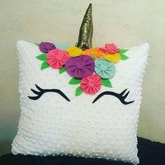 Qual dessas almofadas vc mais gostou!? Source: unicornianas.comm Unicorn Pillow, Unicorn Bedroom, Unicorn Rooms, Unicorn Birthday Parties, Unicorn Party, Diy And Crafts, Crafts For Kids, Arts And Crafts, Sewing Crafts