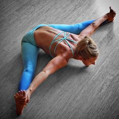 Kicking off the #SisterhoodOfTravellingYogaPants challenge! The first pose is uphavistakonasna or straddle forward fold. I'm starting out this journey in one of the studios where I teach and will be taking you around my city Seattle as we progress.  I'm passing my blue ombré @flexilexi_fitness leggings onto @pocketdwarf. Melissa and I connected originally through Instagram. She has since become a sister from another mister.  Melissa will post in her blue ombré leggings tomorrow - I hope the…
