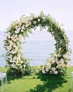 Major heart eyes for this circular floral arch Double tap if you love this too! Plannin
