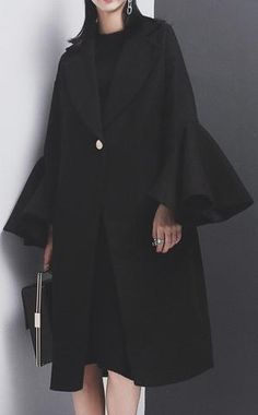 A Complete Guide to Choosing The Perfect Coat That Complements Your Taste This Season - Best Fashion Tips Stylish Work Outfits, Dressy Outfits, Abaya Fashion, Fashion Dresses, Estilo Abaya, Mode Abaya, Fashion Vocabulary, Smart Outfit, Fashion Photo