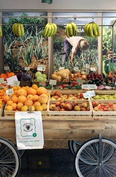 The expansion of the new ORGANIC bio-healthy supermarket concept continues . Green Fruit, Fruit And Veg, Organic Protein Powder, Vegetable Shop, Organic Molecules, Organic Market, Supermarket Design, Food Retail, Fruit Shop