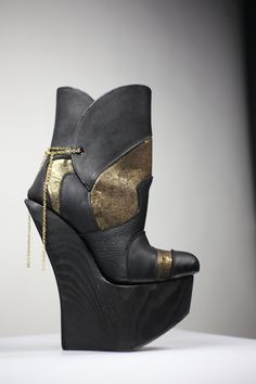 Black and gold! High Heels, Wedges, Boots, Gold, Black, Fashion, Crotch Boots, Moda, Black People
