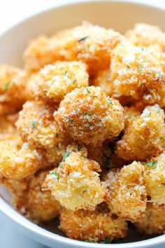 Parmesan Cauliflower Bites by damndelicious: Use the Parmesan Puffs instead of bread crumbs. Crisp, crunchy cauliflower bites that even the pickiest of eaters will love. Perfect as an appetizer or snack Vegetable Recipes, Vegetarian Recipes, Cooking Recipes, Healthy Recipes, Cooking Food, Delicious Recipes, Vegetarian Sandwiches, Going Vegetarian, Gastronomia