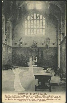 1907 ghost of Catherine Howard, Hampton Court postcard Ghost Pictures, Creepy Pictures, Old Pictures, Tudor History, British History, Los Tudor, Tudor Dynasty, Tudor Rose, Hampton Court
