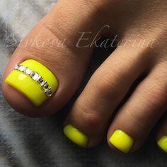 New pedicure nail art toenails gems Ideas Pretty Toe Nails, Cute Toe Nails, Diy Nails, Pretty Pedicures, Toe Nail Color, Toe Nail Art, Nail Colors, Yellow Toe Nails, Diy Nail Designs