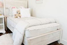 Love white bedding but need a hint of gold? Goldie Dots is perfect for you! Zip your bed in just seconds. Zipper bedding has never looked so good! Bohemian Living Rooms, Bohemian Bedroom Decor, Boho Decor, Living Room Decor, Floral Bedroom, Bohemian Homes, Little Girl Beds, Bed For Girls Room, Girls Bedroom