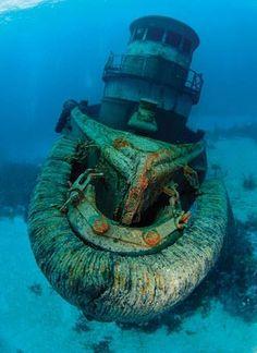 Anthony Bell wreck, in the Bahamas www.flowcheck.es  Taller de equipos de buceo #buceo #scuba #dive