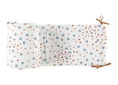 Constantinopla Cot Bumper: It's all about safety and comfort. Our cot bumper is specially designed to protect the baby while inside the crib. • Made with OEKO-TEX® certified fabric. • Can be adjusted to 70cm x 140cm x y 60 cm x 120cm cribs. • Wide selection of patterns available. • Cushioned, covers half the crib. • Designed and Made in Barcelona with care by Nobodinoz.