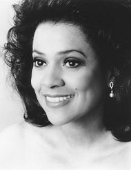 Kathleen Battle (1948) made her professional debut with Brahms' Ein deutsches Requiem. Her Metropolitan Opera debut came in Wagner's Tannhäuser. Kathleen Battle has been awarded six honorary doctoral degrees -- from the University of Cincinnati; Westminster Choir College in Princeton, New Jersey; Ohio University; Xavier University in Cincinnati; Amherst College; and Seton Hall University. She acted as the great diva commanding rather than asking. Despite that it was a pleasure to hear her…