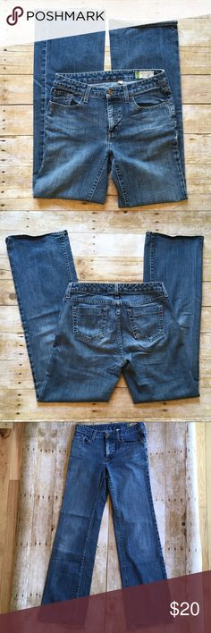 """Women's GAP Essential Jean 4 long ❤️Description: excellent pre-loved condition ❤️Condition: excellent used ❤️Brand: Gap ❤️Size: 4 long ❤️Materials:98% cotton/2% spandex ❤️Approximate Measurements: --laying flat--      Rise   9""""      Inseam  33""""      Leg opening  10"""" at bottom hem ❤️Notes: 💕Bundle & save!💕 💕All reasonable offers are considered!💕 GAP Jeans"""