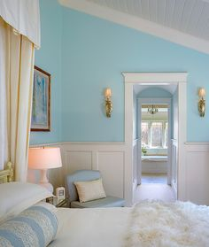 Talk about a bedroom that makes my heart pitter patter! #coachbarn #turquoise
