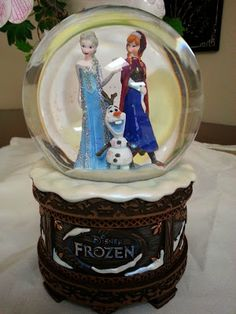 Disney Snowglobes Collectors Guide: FROZEN SNOWGLOBE!!!!! Oh the irony! XD Hahaha!!!