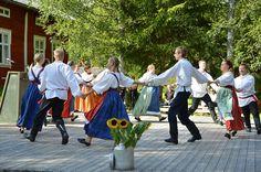 Kansantanssiryhmä Polokkarit  täyttää vuonna 2015 20 vuotta. Luuppi, Oulu (Finland)