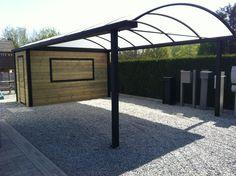 gebogen carport met geïntegreerd houten tuinhuis   Metallooks
