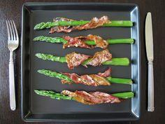 Koniec żartów - sezon na szparagi oficjalnie czas zacząć!!!  Boczek ✓ Szparagi ✓ Pyszna przekąska w 15 minut ✓ Tandoori Chicken, Asparagus, Vegetables, Ethnic Recipes, Food, Studs, Veggies, Vegetable Recipes, Meals
