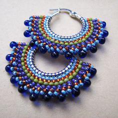 Beaded Earrings Patterns, Beaded Jewelry Designs, Bead Jewellery, Seed Bead Jewelry, Seed Bead Earrings, Diy Earrings, Bead Crafts, Jewelry Crafts, Embroidery Hoop Crafts