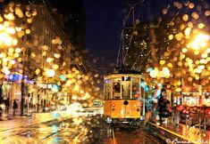 Burak Arik took this photo of the streets of San Francisco, California on a rainy night. The rain drops on the window from inside his vehicle adds a great deal Rainy Night, Rainy Days, I Love Rain, Bonde, Rain Photography, Mellow Yellow, Color Yellow, Pics Art, City Lights