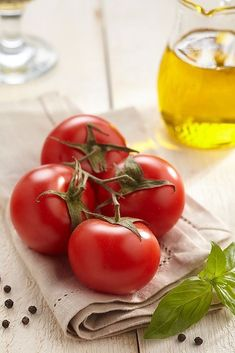 Food photography for the books by Anatoly Vasiliev, via Behance Tomato Vine, Red Tomato, Tomato Garden, Fruit And Veg, Fruits And Vegetables, Fresh Fruit, Vegetables Photography, Fruit Photography, Raw Food Recipes