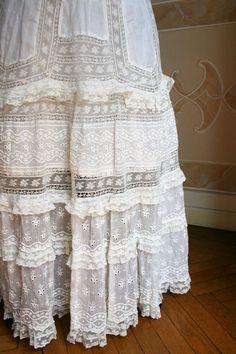 Beautiful skirt for graduation dress idea Exquisite lacework Antique Lace, Vintage Lace, Vintage Dresses, Vintage Outfits, Lace Dresses, Party Dresses, Edwardian Fashion, Vintage Fashion, Punk Fashion
