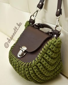 Marvelous Crochet A Shell Stitch Purse Bag Ideas. Wonderful Crochet A Shell Stitch Purse Bag Ideas. Crochet Clutch, Crochet Handbags, Crochet Purses, Crochet Bags, Mode Crochet, Bead Crochet, Yarn Bag, Knitted Bags, Handmade Bags