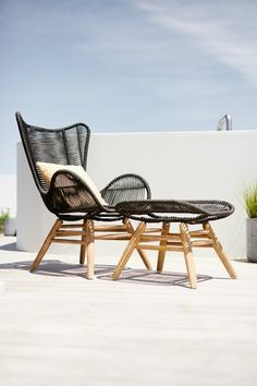 Luxury and affordable garden lounge chairs and sofas in many styles and materials at JYSK. Outdoor Living Patios, Outdoor Lounge, Outdoor Chairs, Pallet Garden Furniture, Lounge Furniture, Outdoor Furniture, Plywood Furniture, Modern Furniture, Furniture Design