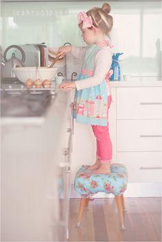 www.leahrobinsonphotography.net little girl baking children cooking junior masterchef